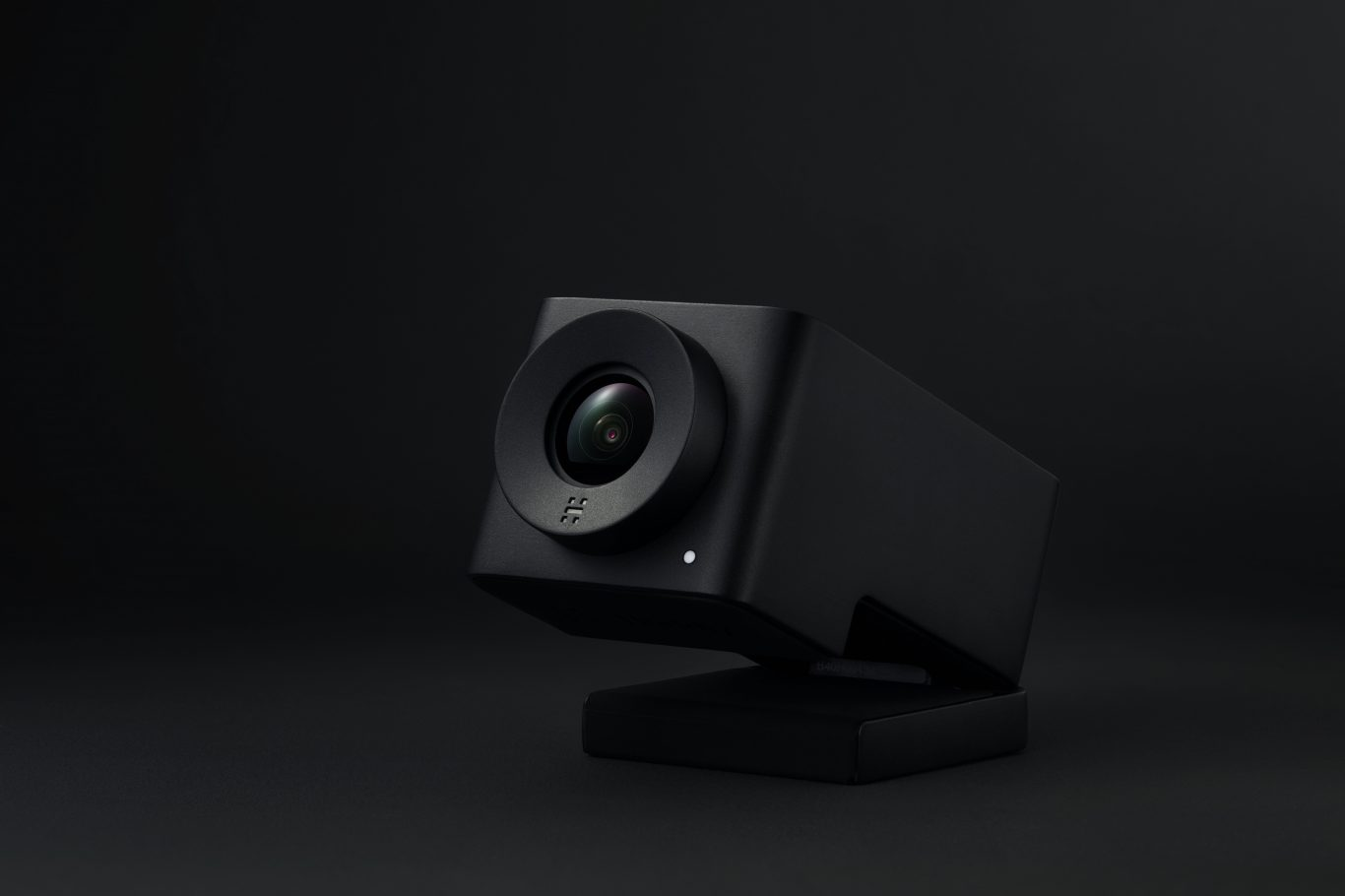 New Huddly IQ - 50° wide-angle lens and studio-quality embedded microphone array